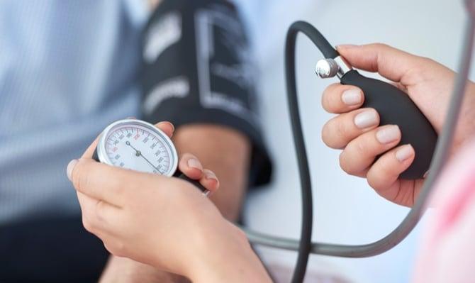 iStock-504309690_taking blood pressure